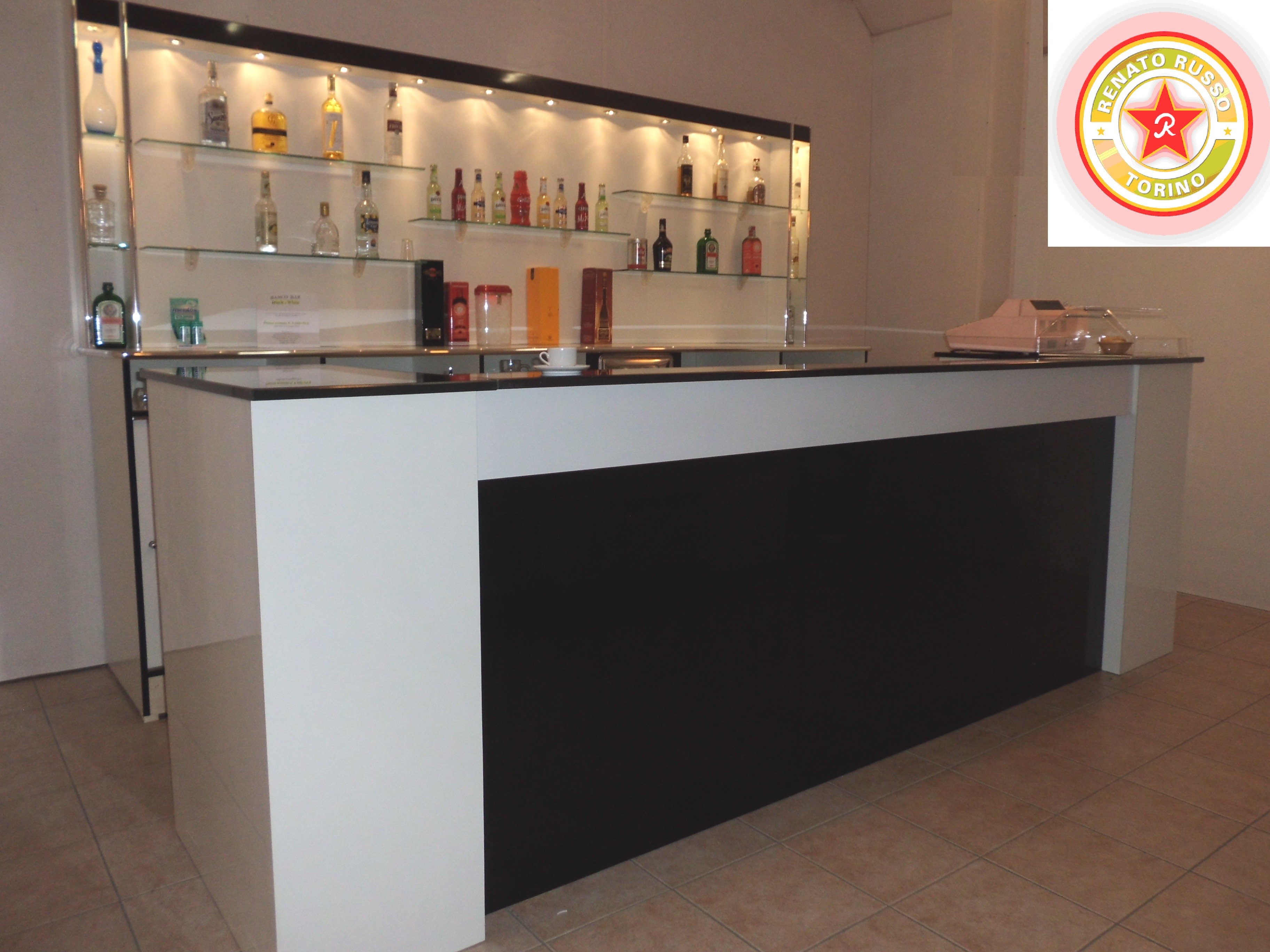 Banchi frigo dal 1980 produttori di banchi frigo for Arredamenti bar prezzi